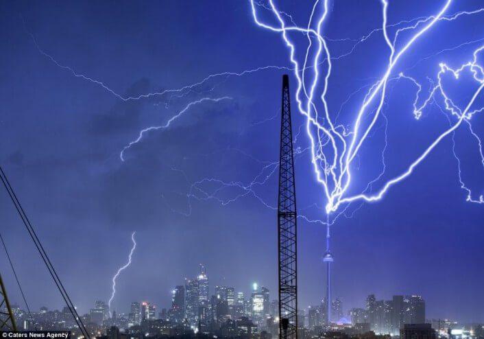 Kuleler yıldırım çarpma açışından büyük risk taşırlar.