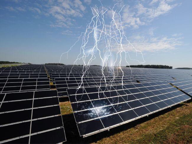 Güneş santrallerinde paratoner kullanımı yıldırımdan korunmadaki riskleri arttırmaktadır.