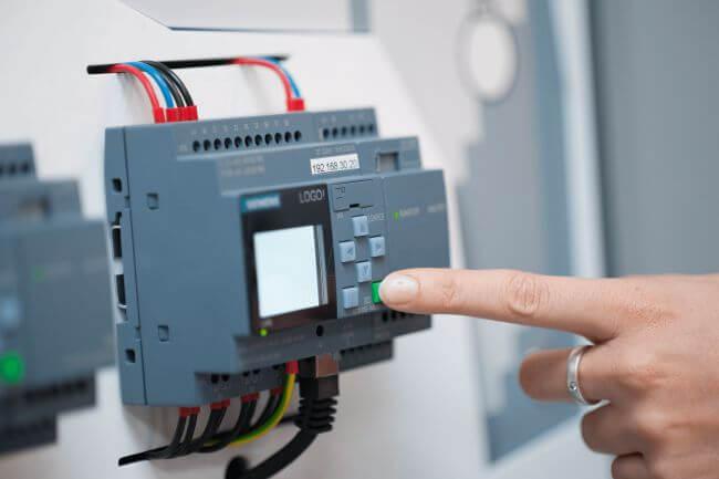 PLC ve otomasyon bileşenleri tesis kaynaklı aşırı gerilim darbeler nedeniyle devre dışı kalabilir.