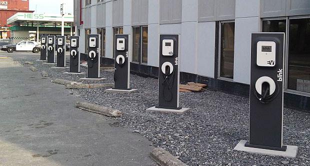 Şarj istasyonları gelen bir darbe ile seri şekilde yanabilir.