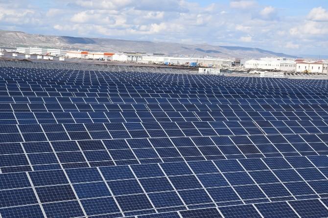 Solar Panellerin Panel Arkası Yalıtımlı Veya Açılı Yakalama Uçlarıyla Yıldırımdan Korunması