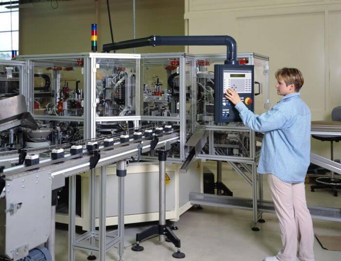 Hassas makineleriniz yıldırım ve aşırı gerilim darbelerine karşı korunmalıdır.