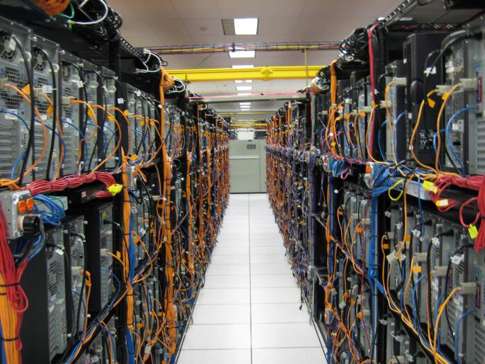 Telekom sinyalleri hassas sistemler olup,çok küçük gerilimlerde dahi zarar görebilmektedir.