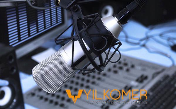 radyo programında yılkomer